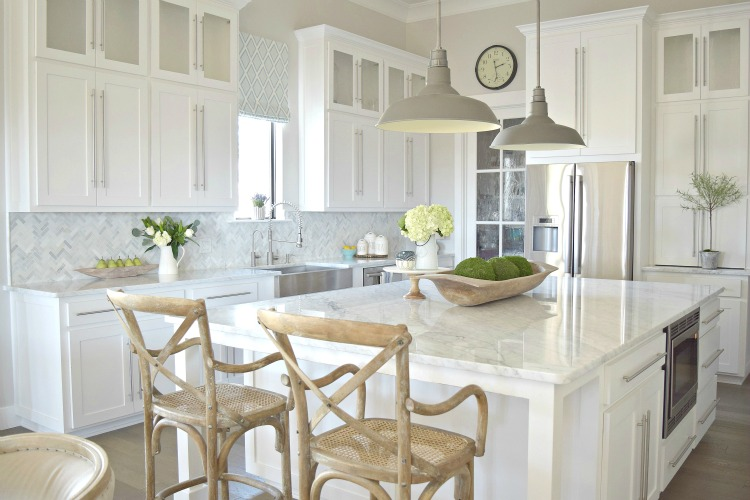 White-Carrara-Modern-Kitchen3