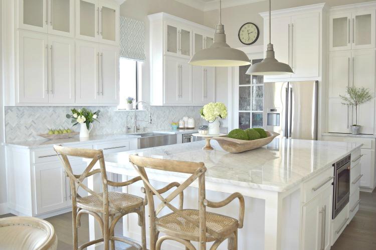 White-Carrara-Modern-Kitchen3