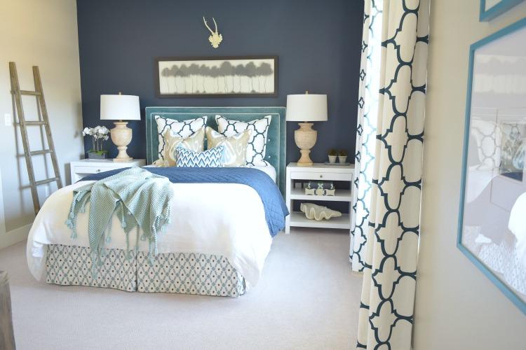 Navy/Aqua guest bedroom