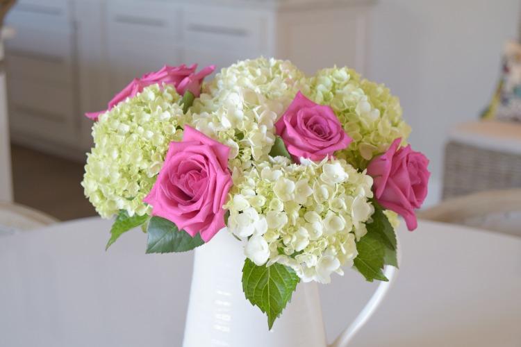 valentines bouquet pink roses white hydrangeas2