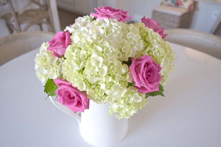 valentines tablescape pink roses white hydrangeas2