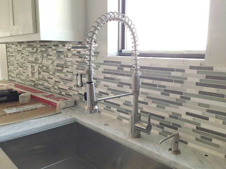 glass and marble mosaic backsplash4