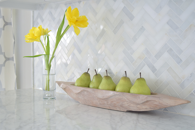 white carrara marble herringbone backsplash9
