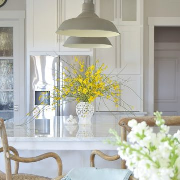 benjamin moore decorators white paint white farmhouse kitchen white career marble