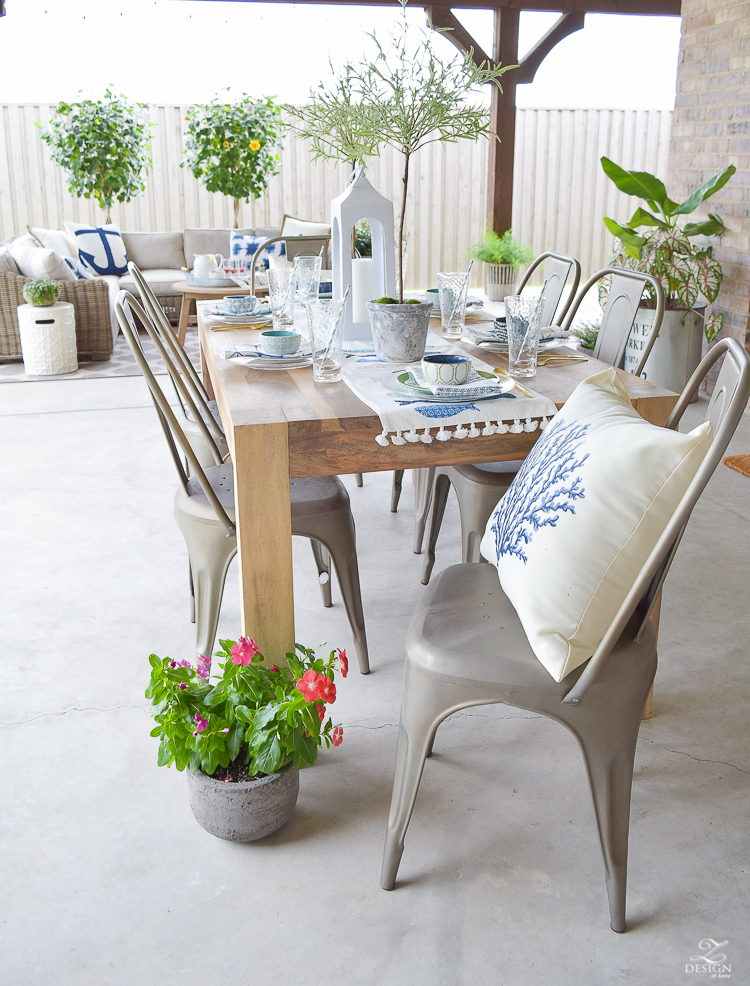 outdoor dining entertaining area