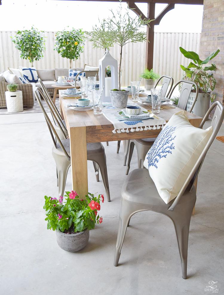 outdoor dining entertaining area