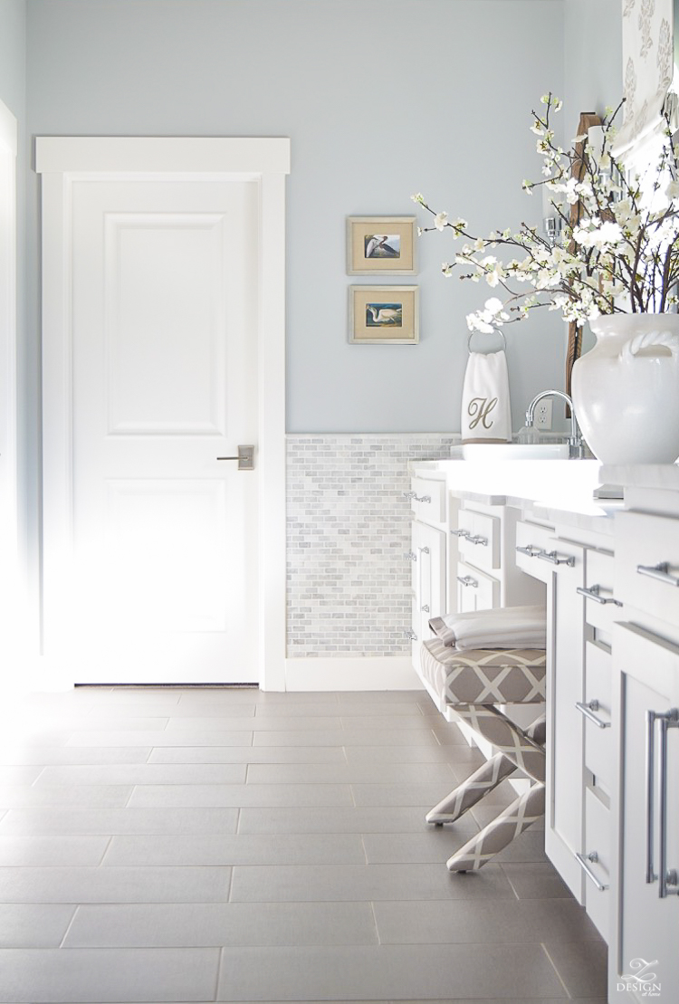 neutral transitional master bath white cabinets carrara marble benjamin moore silver lake -4