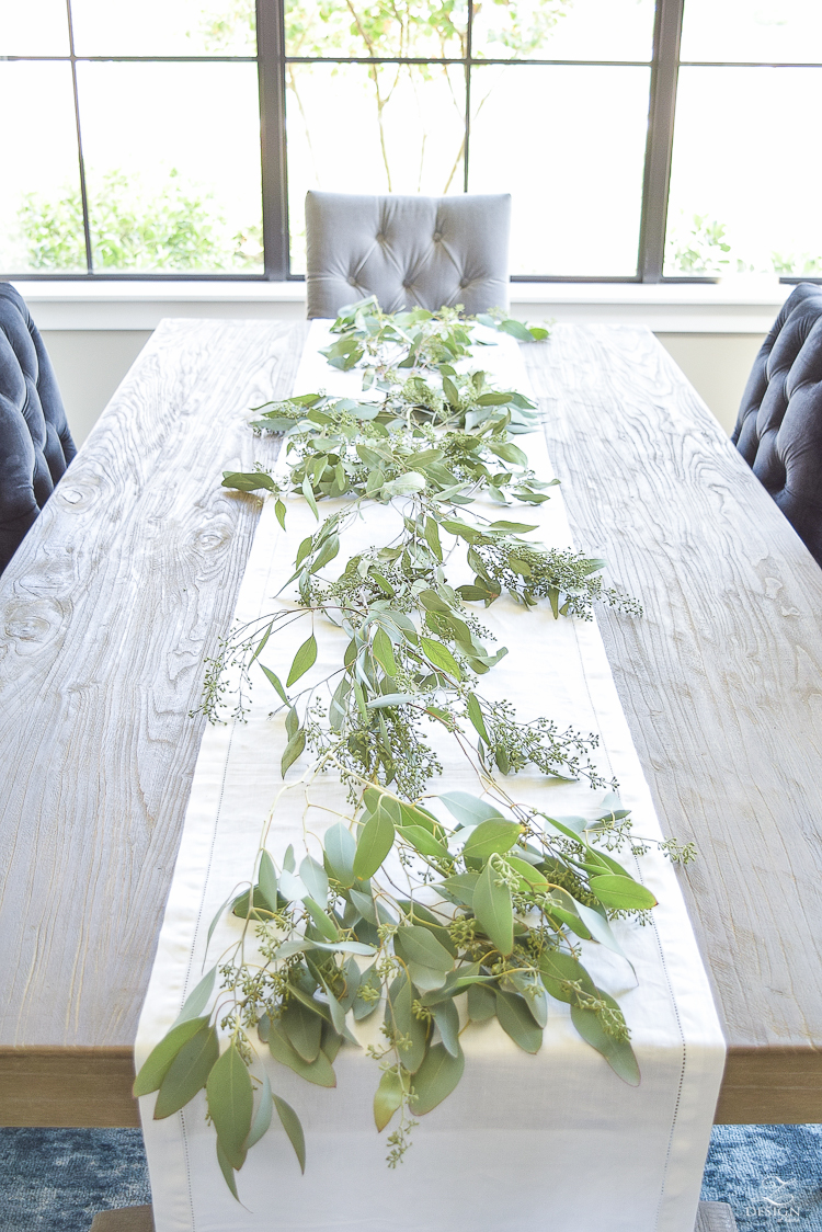 Easy-Fall-Table-Centerpiece-with-Seeded-Eucalyptys-and-Peaches