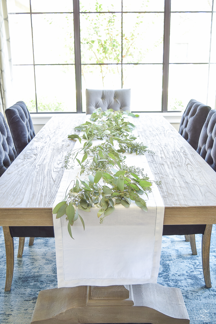 easy-fall-table-centerpiece-with-seeded-eucalyptys-and-peaches-3