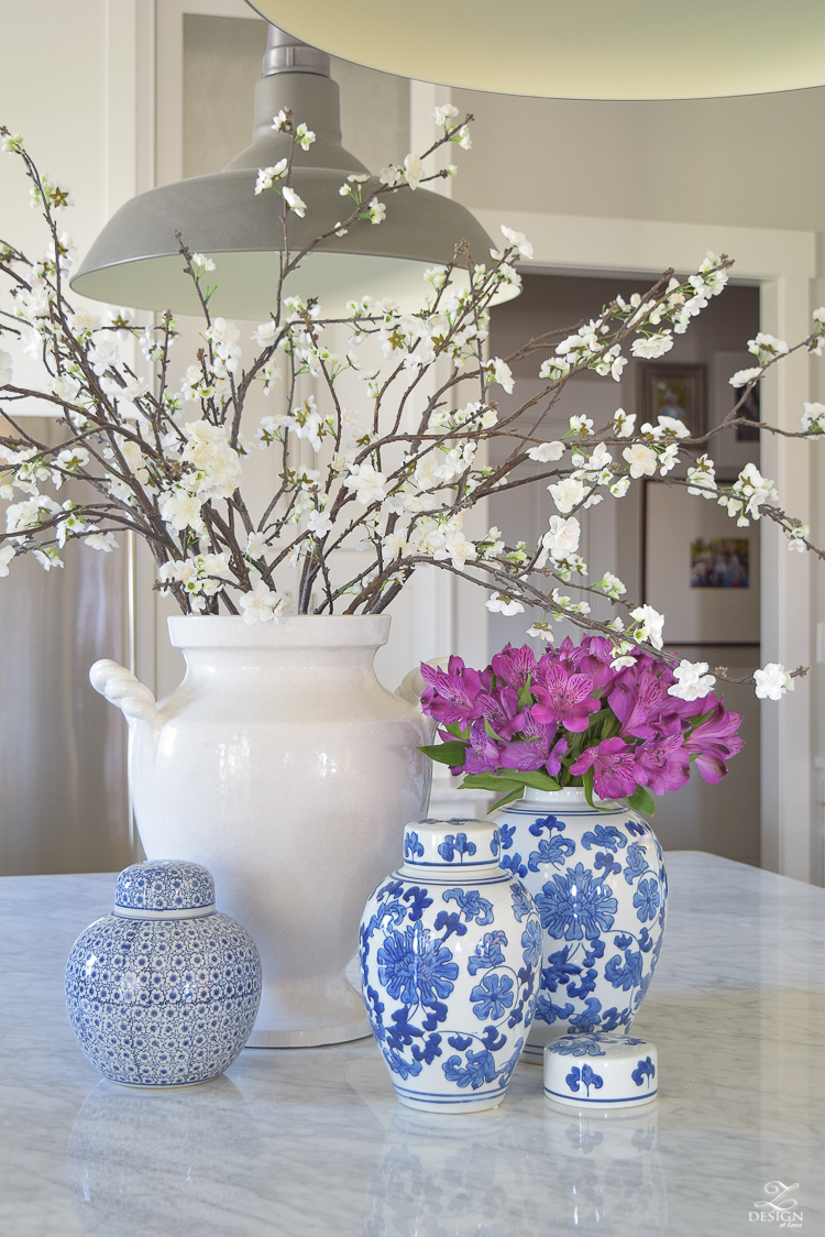 Kitchen-Island-styling-ideas-with-collection-of-vases-white-carrara-marble-farmhouse-pendants-chinoserie-blue-and-white-vases