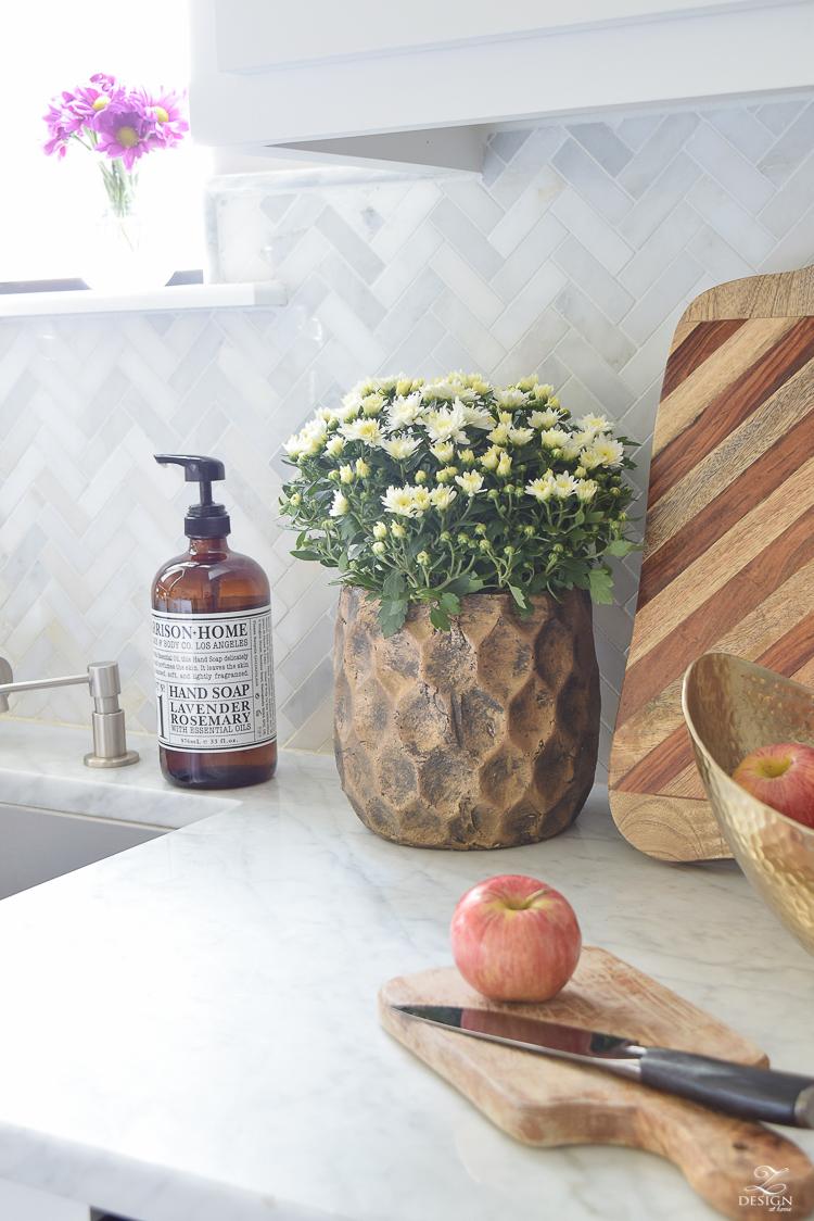 modern-fall-decor-in-the-kitchen-white-carrara-countertops-white-carrara-herringbone-backsplash-brass-pot-white-pumkins-4