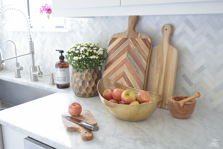 modern-fall-decor-in-the-kitchen-white-carrara-countertops-white-carrara-herringbone-backsplash-brass-pot-white-pumkins-5