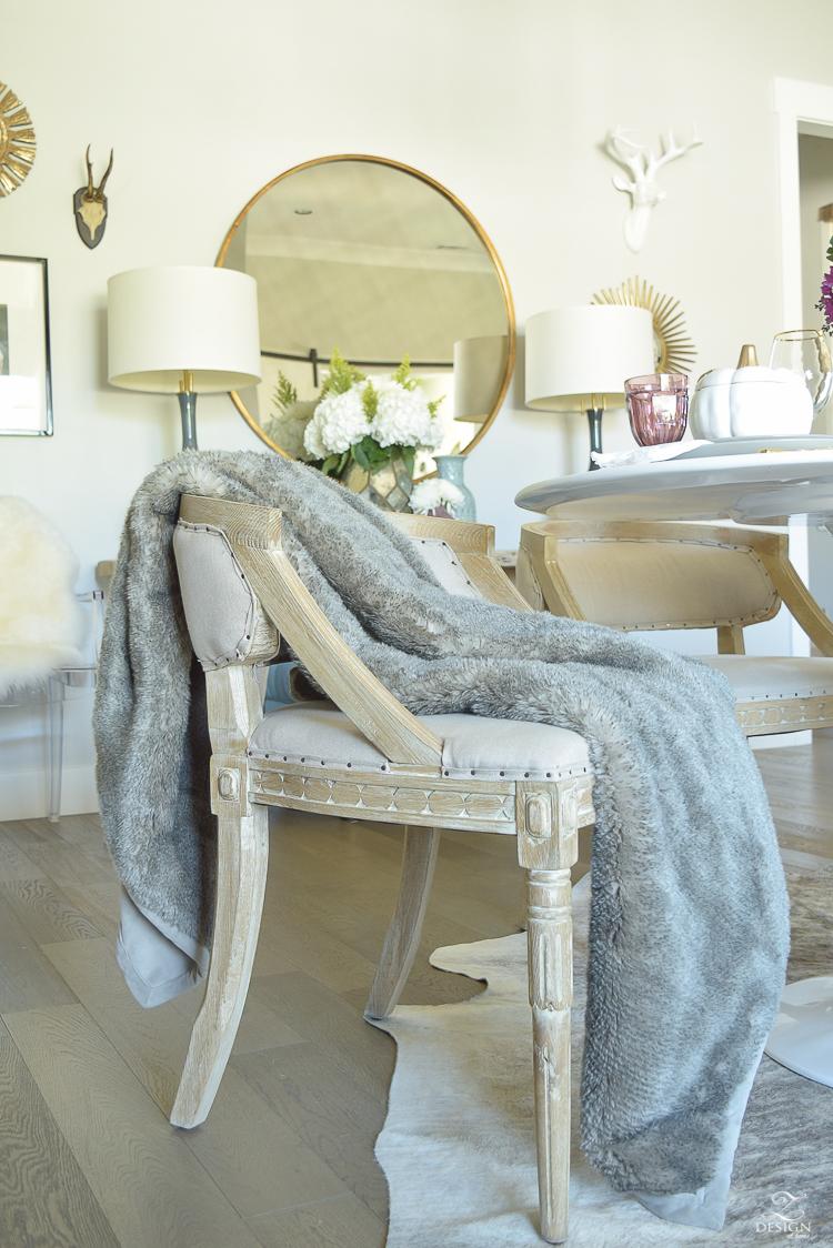 modern-seasonal-fall-decor-round-gold-mirror-faux-fur-throw-1