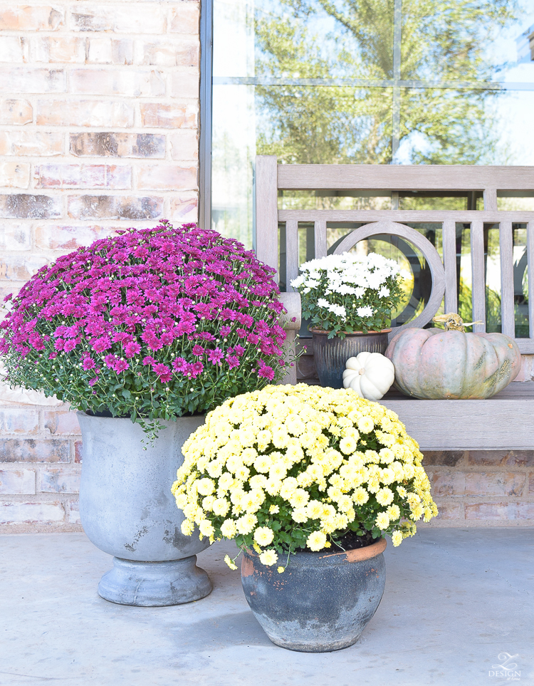 fall-front-porch-fall-flowers-mums-black-planters-mission-style-door-sherwin-williams-exterior-paint-color-mortor-washed-brick-outdoor-bench-monogrammed-coir-door-mat-2