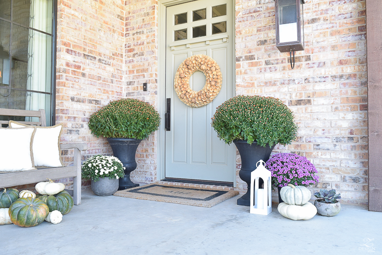 fall-front-porch-fall-flowers-mums-black-planters-mission-style-door-sherwin-williams-exterior-paint-color-mortor-washed-brick-outdoor-bench-monogrammed-coir-door-mat-6