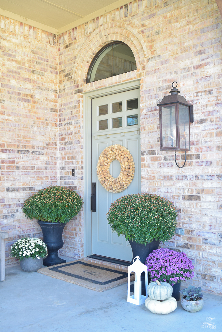 fall-front-porch-fall-flowers-mums-black-planters-mission-style-door-sherwin-williams-exterior-paint-color-mortor-washed-brick-outdoor-bench-monogrammed-coir-door-mat-7