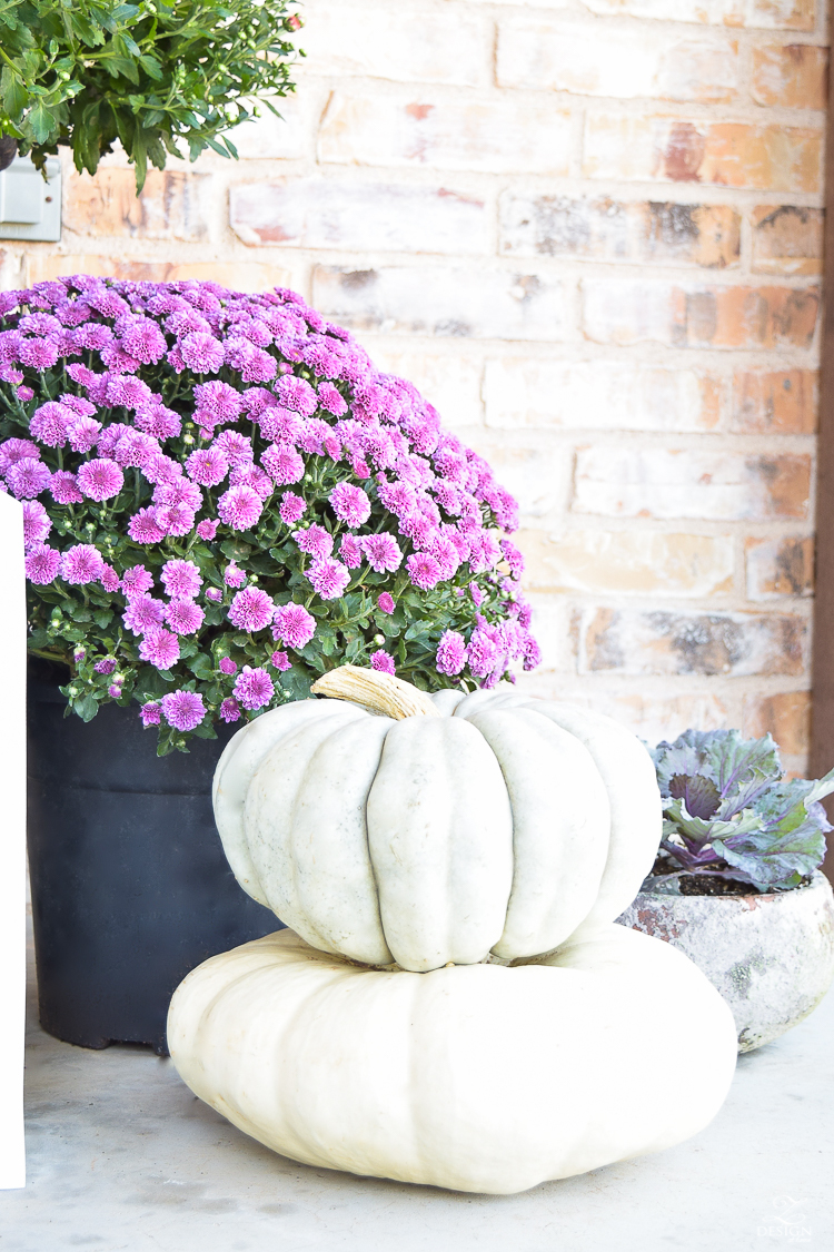 fall-front-porch-fall-flowers-mums-black-planters-mission-style-door-sherwin-williams-exterior-paint-color-mortor-washed-brick-outdoor-bench-monogrammed-coir-door-mat-9