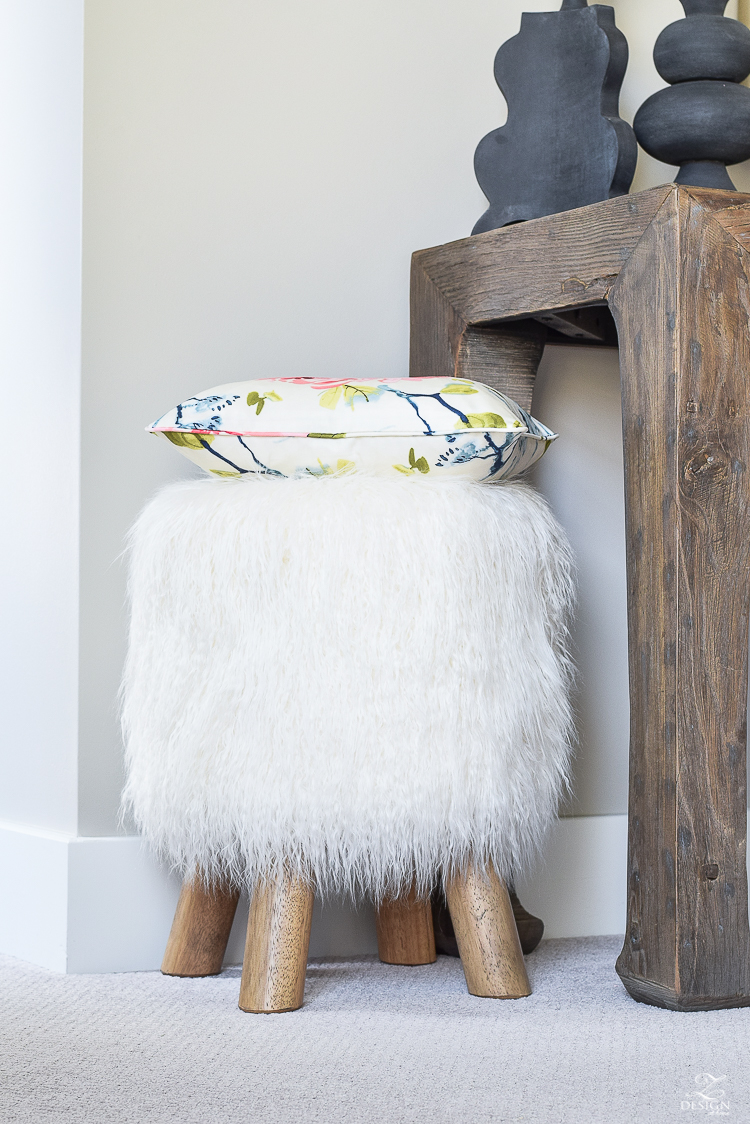 faux-fur-stool-with-wooden-legs-cozy-chic-bedroom-1