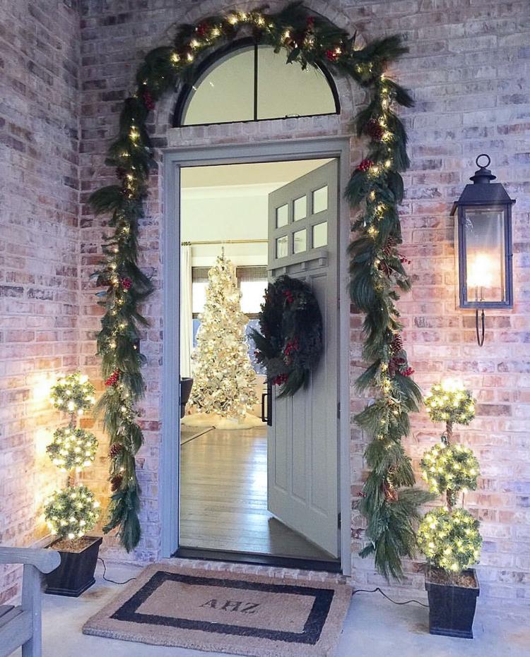 transitional-modern-christmas-decor-flocked-christmas-tree-modern-white-christmas-tree-2015-3