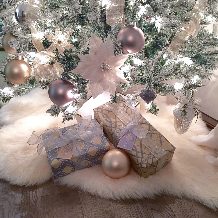 transitional-modern-christmas-decor-flocked-christmas-tree-modern-white-christmas-tree-4
