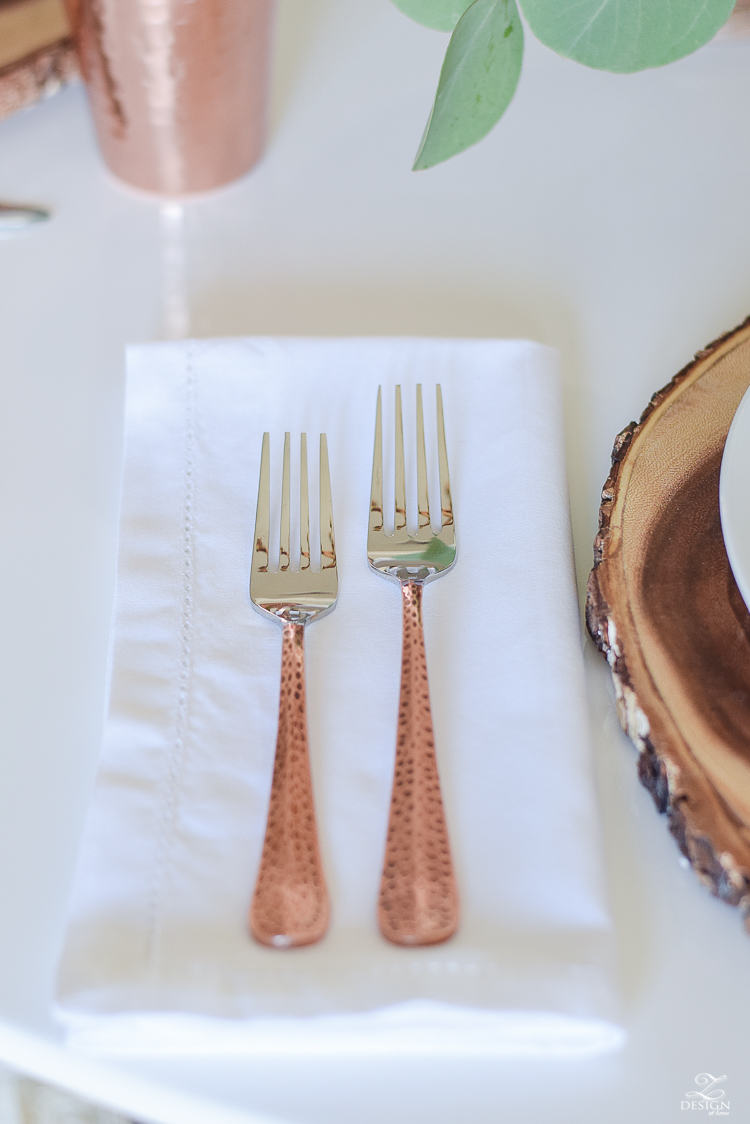 wood-slice-place-mat-white-tulip-table-copper-flatware-copper-tumbler-white-modern-farmhouse-kitchen-thanksgiving-entertaining-table-scape-8