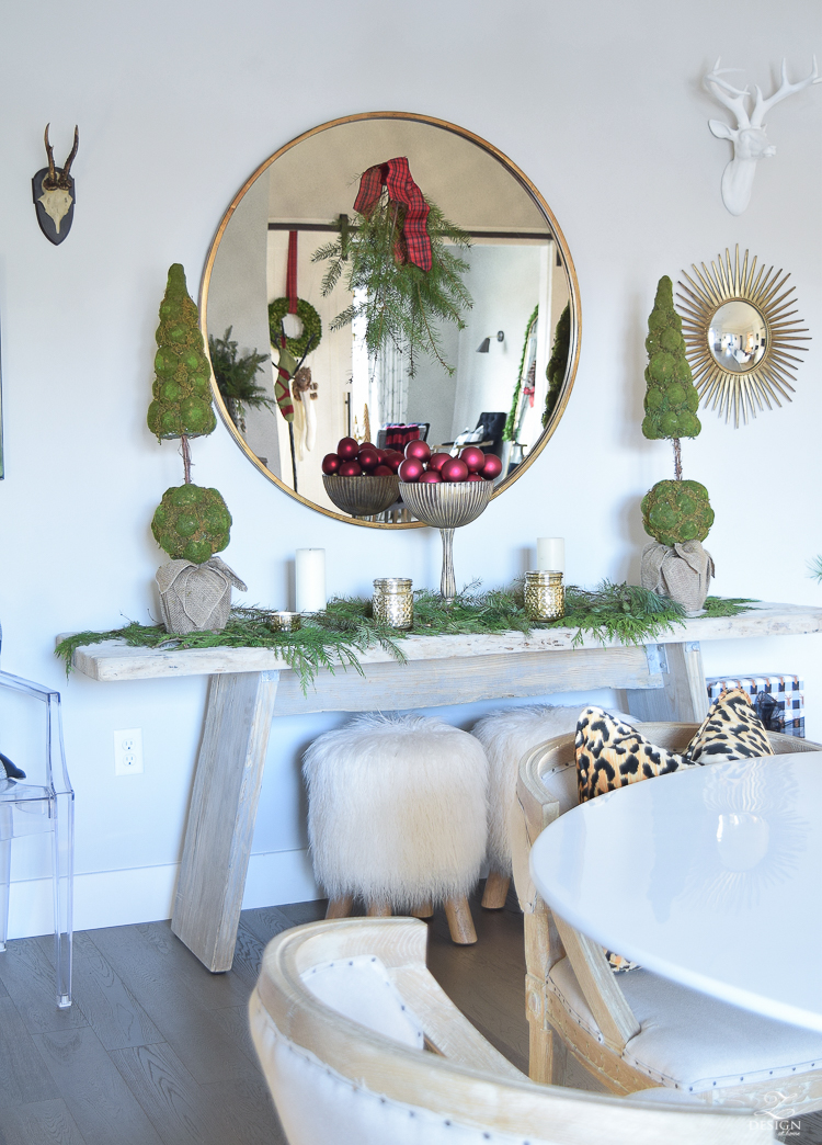 christmas-home-tour-round-gold-mirror-christmas-styling-decor-white-tulip-table-natural-garland-4
