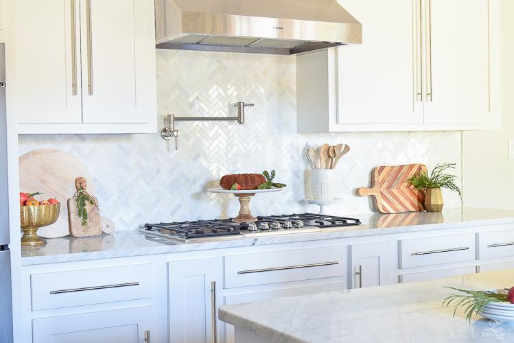 modern-white-farmhouse-kitchen-white-carrara-marble-countertops-and-backsplash-vintage-barn-pendants-christmas-kitchen-decor-3