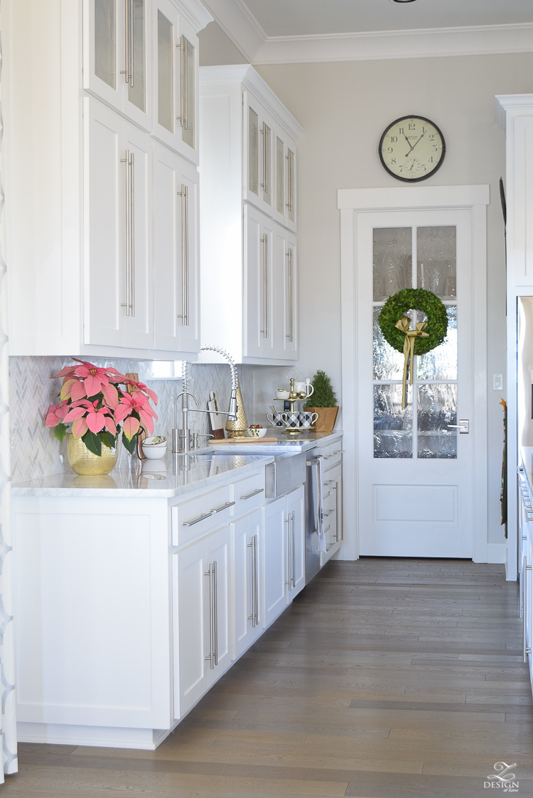 white-modern-farmhouse-kitchen-with-white-carrara-marble-and-white-herringbone-backsplash-christmas-deocr-for-the-kitchen-vintage-barn-pendants-large-dough-bowl-19