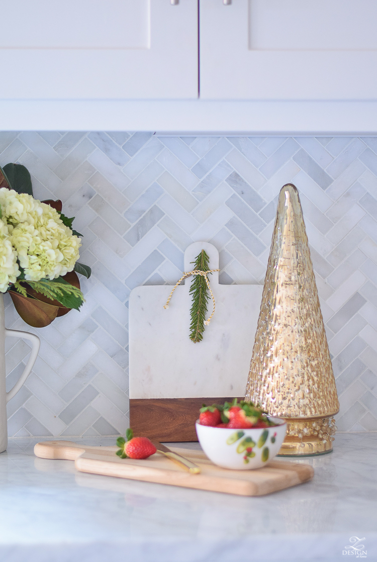 white-modern-farmhouse-kitchen-with-white-carrara-marble-and-white-herringbone-backsplash-christmas-deocr-for-the-kitchen-vintage-barn-pendants-large-dough-bowl-9