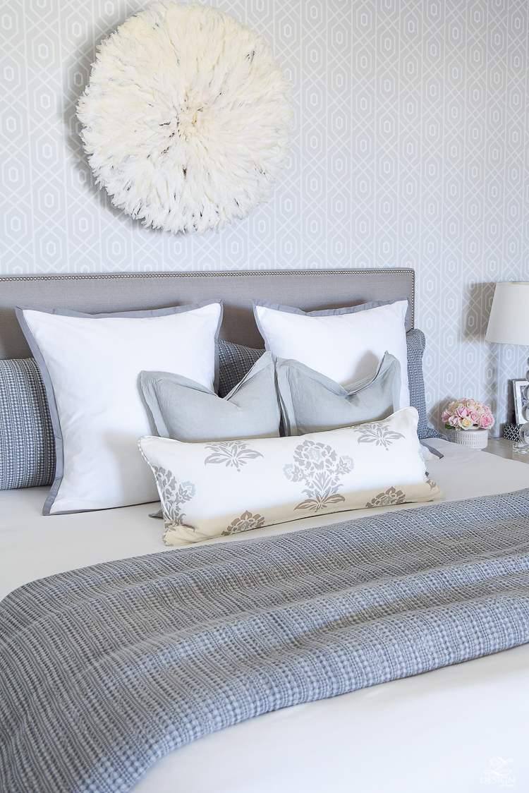 transitional style white bedrrom geometric wallpaper juju hat honey comb waffle weave duvet and shams black home decor accessories gray nailhead headboard white border duvet and shams-2