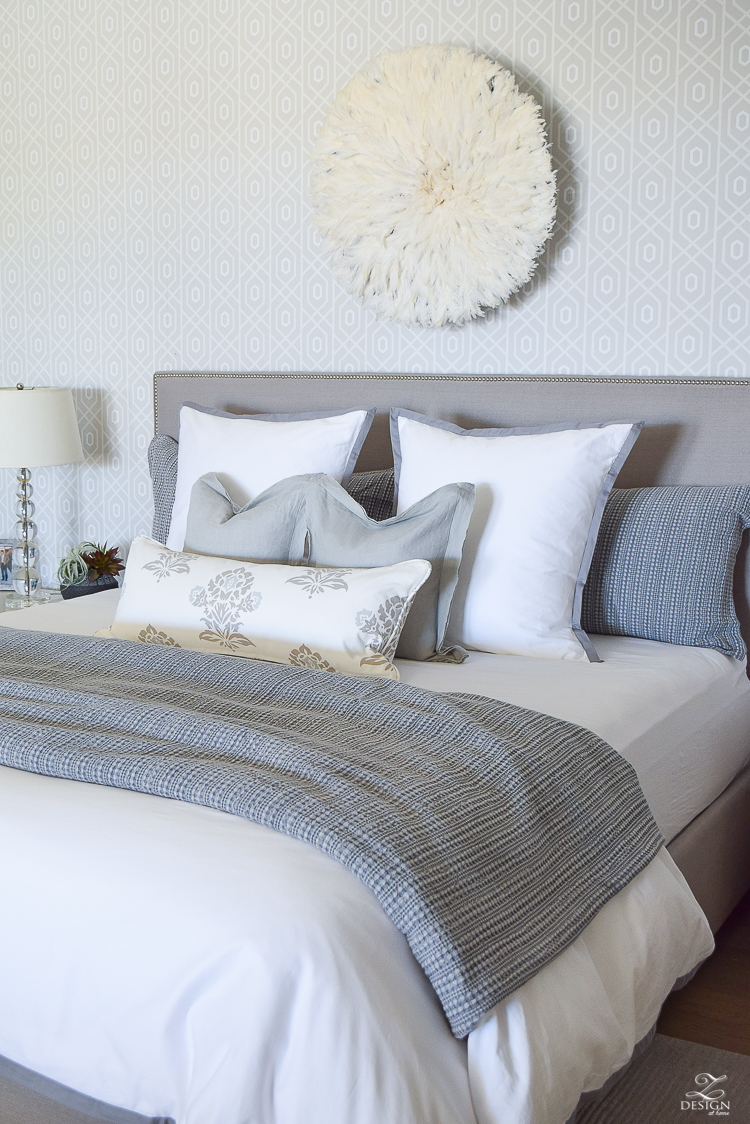 transitional style white bedrrom geometric wallpaper juju hat honey comb waffle weave duvet and shams black home decor accessories gray nailhead headboard white border duvet and shams-3