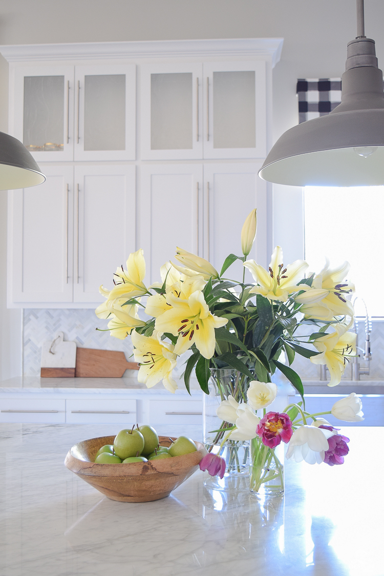 ZDeisgn At Home Spring In Full Swing Spring Tour easter lilies white modern farmhouse kitchen white carrara countertops backsplash stainless farmhouse sink-1