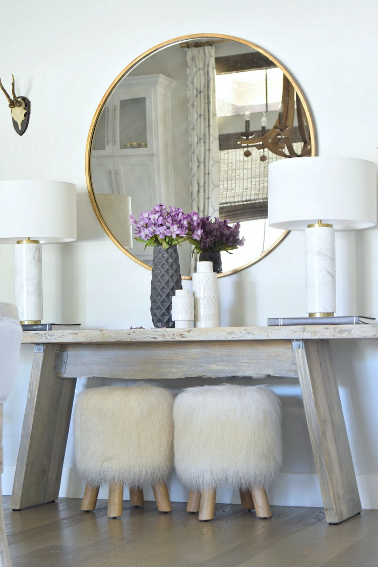 Round Gold Mirror Marble Table Lamps Fur Stools black and white modern vases