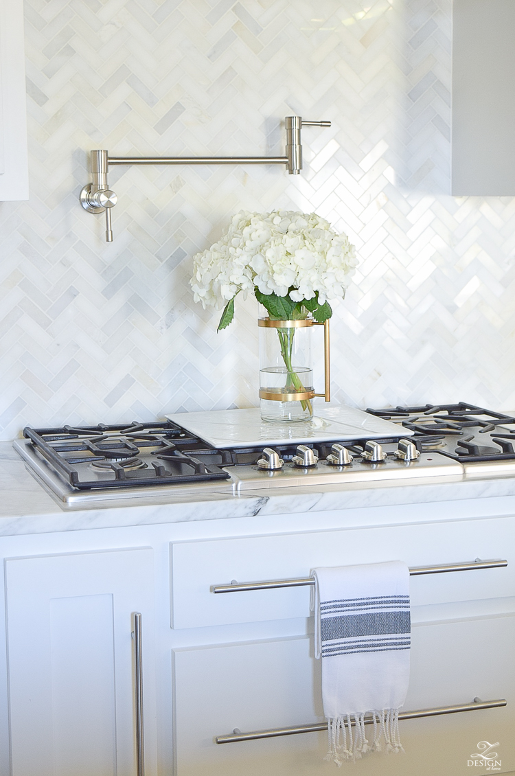 9 simple tips for styling your kitchen counters zdesign for Bathroom countertop accessories