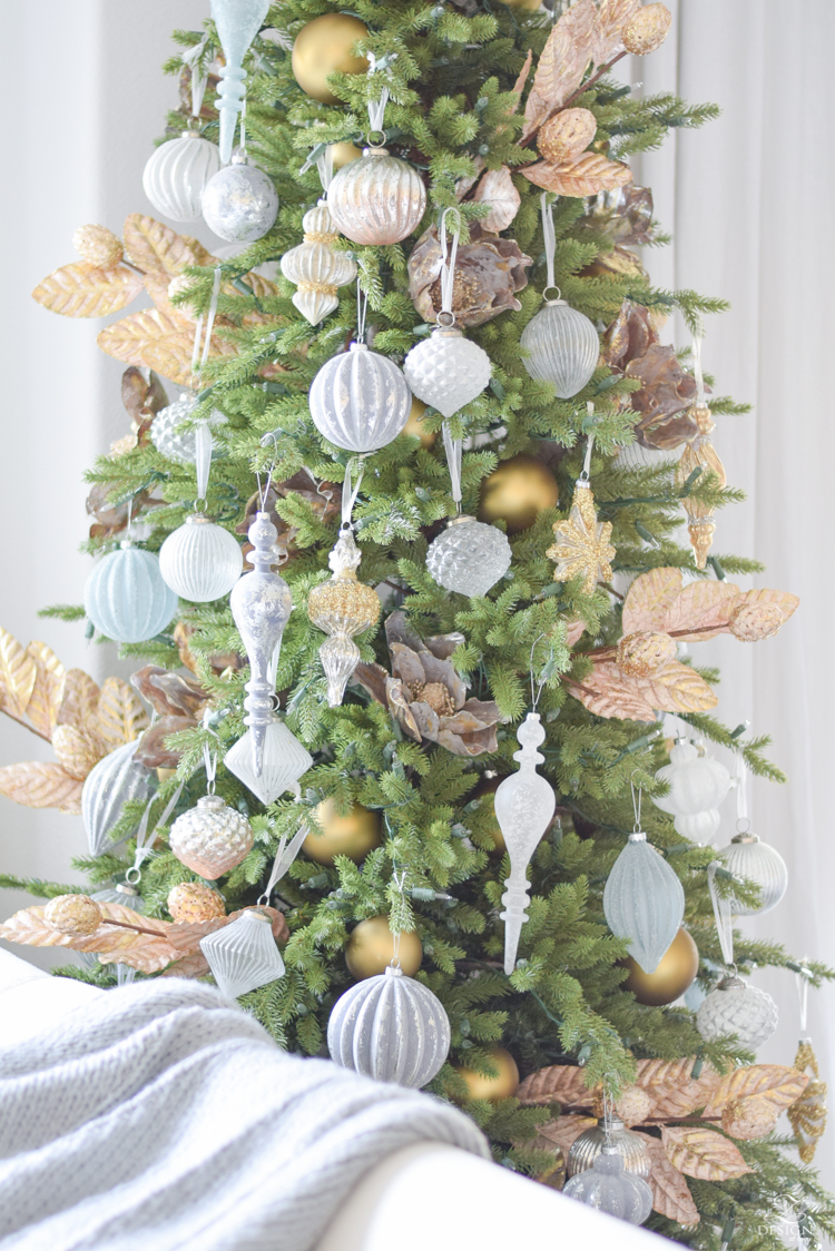 12 Bloggers Of Christmas tour + How to decorate a mixed metal tree