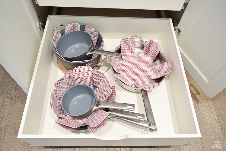 Tips & Ideas to organize your kitchen - proper storage for your pots and pans