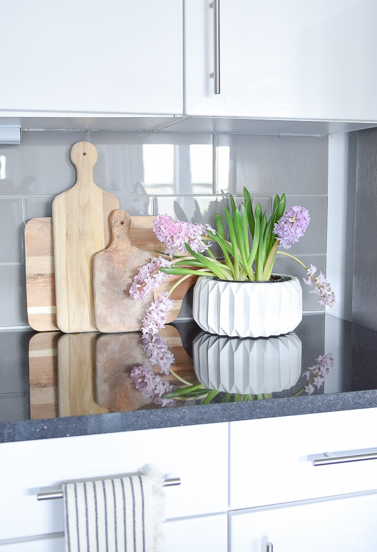 Decked & Styled Spring Blog Hop - spring kitchen decor