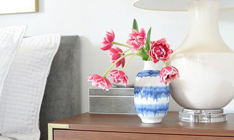 The best tips for keeping your nightstands stylish & functional