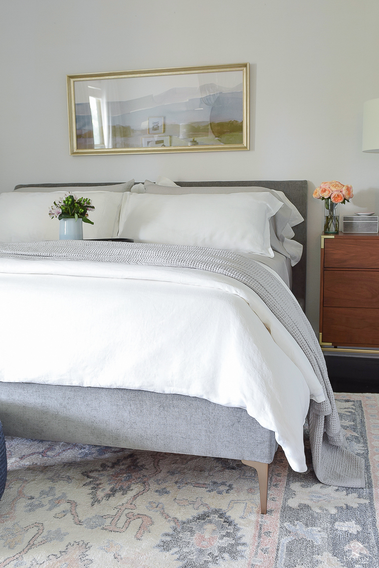 The best organic linen bedding you can't live without this summer!