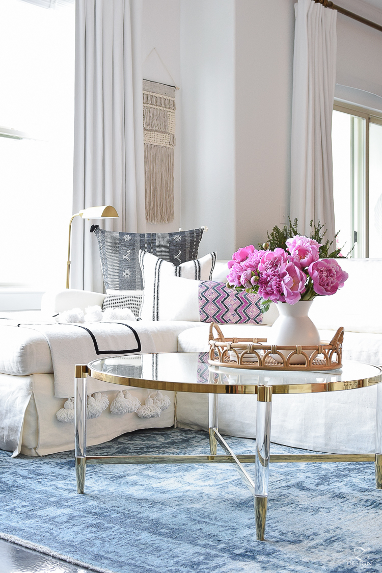 Summer boho chic living room - rattan tray with peonies