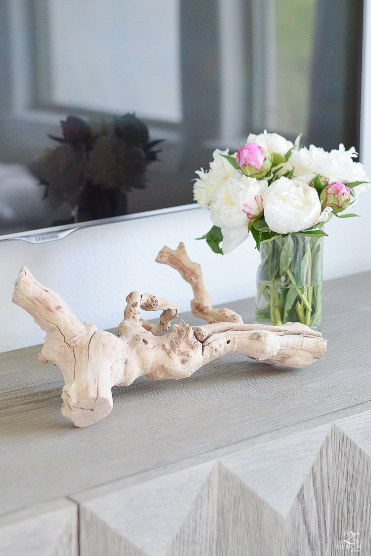 ZDesign AT Home Summer Home Tour - using driftwood for summer decorating