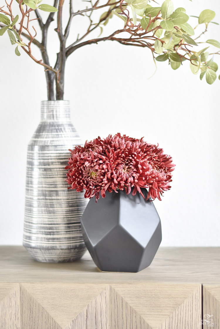Simple, Modern Fall Decorating Ideas - Black geometric vase
