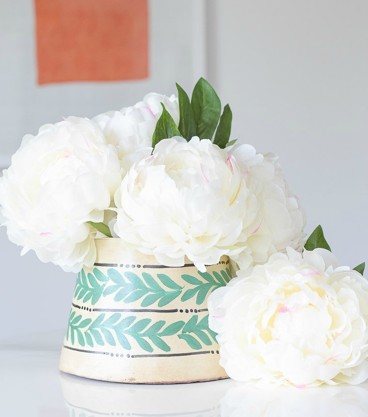 3 Tips For Incorporating Color & Texture Into a Neutral Home for Summer