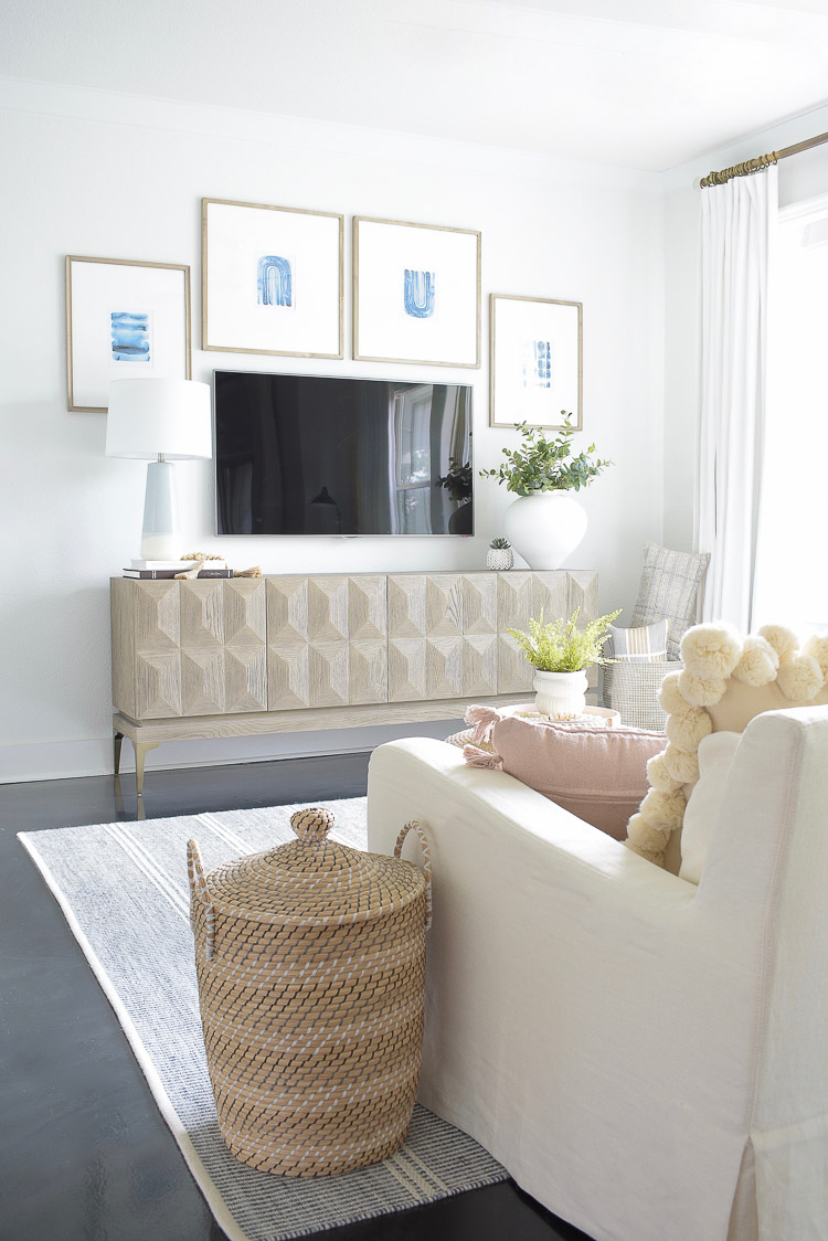 Summer Home Tour - TV Gallery Wall \ boho chic living room tour