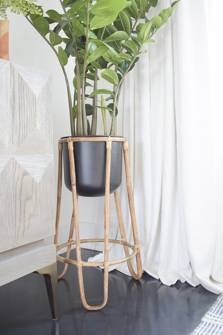 Small space, big style solutions - rattan plant stand with black pot