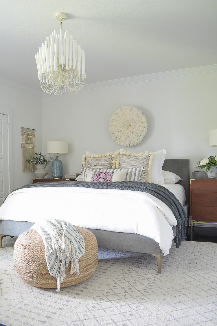 Fall bedroom tour - boho chic bedroom with white linen bedding, tassel, pom pom pillows