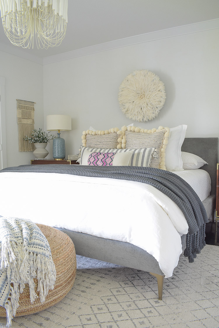 Fall bedroom tour - pom pom pillows, juju hat, white linen bedding