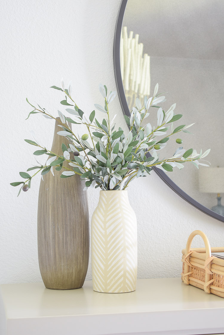 Fall bedroom tour - faux olive stems / bundle in modern vase