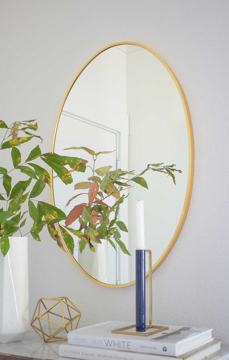Chic modern styled fall entry - oval gold mirror