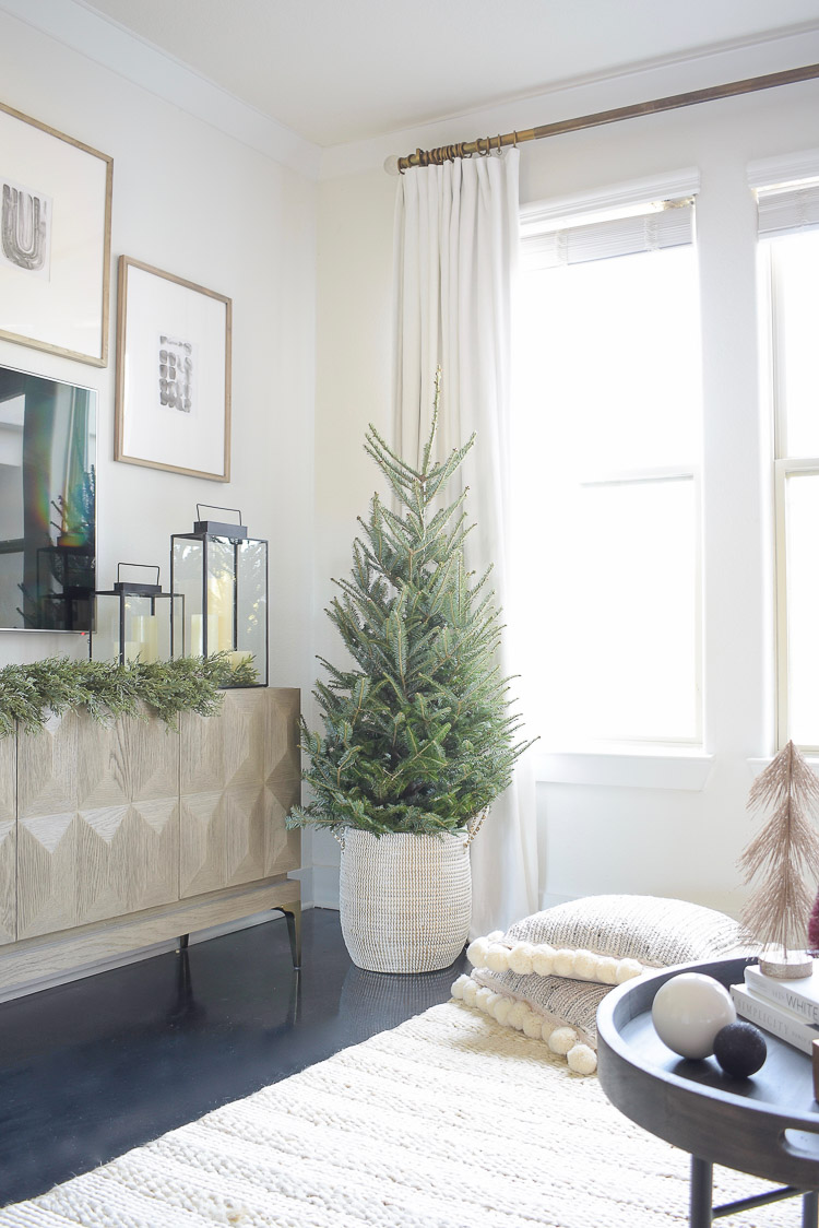 Black, white & gold modern Christmas living room tour